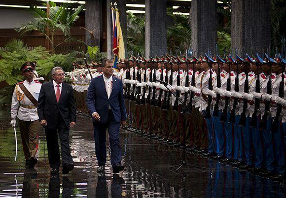 Recibe Raúl a Rafael Correa, presidente de Ecuador. Foto: Irene Pérez/ Cubadebate.
