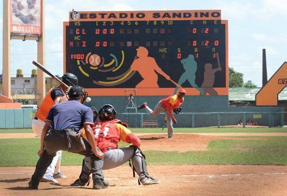 El equipo de béisbol de Villa Clara derrotó al conjunto de Matanzas  en la semifinal Occidental, en partido efectuado en el estadio Augusto César Sandino. Foto: ACN/ Arelys María Echeverría.