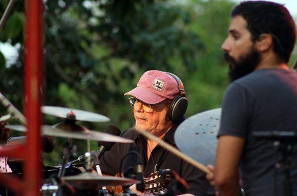 Silvio Rodríguez cantó para los sanmiguelinos. Foto: José Raúl/ Cubadebate.