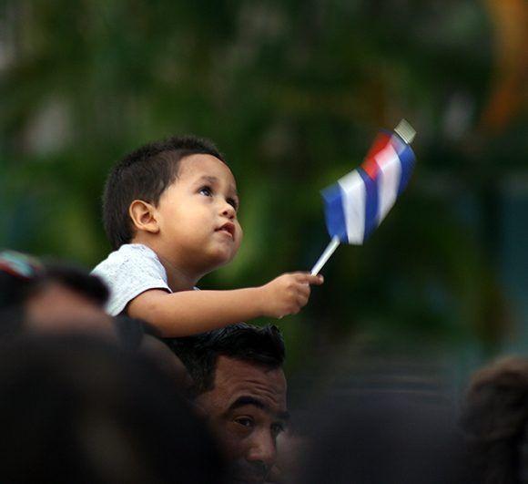 Hasta los más pequeños fueron al Parque de la Herradura para escuchar a Silvio. Foto: José Raúl/ Cubadebate.