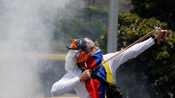 El vandalismo de la oposición ha provocado decenas de muertes. Foto: Carlos Garcia Rawlins/ Reuters.