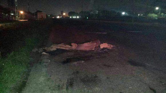 Así quedaron los obstáculos que colocaron en la vía luego del accidente. Foto: @PCivil_Ve/ Twitter.