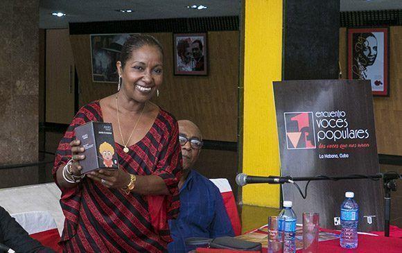 La cantante cubana Arguelia Fragoso, en rueda de Prensa, del Encuentro Voces Populares. Foto: Ismael Francisco/Cubadebate.