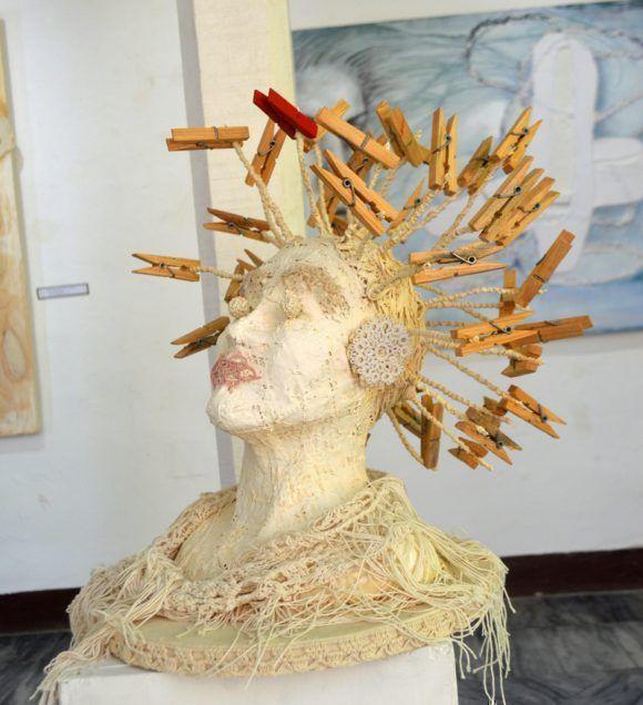 """""""Incitación de carmín"""". Autor. Yudit Vidal. Colaboración: Idalmis Cofiño. Foto. Marianela Dufflar / Cubadebate"""
