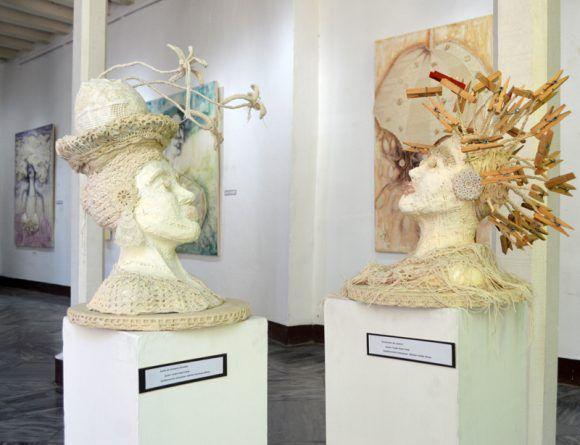 La muestra de Yudit Vidal también la conforman 5 esculturas. Foto. Marianela Dufflar  / Cubadebate