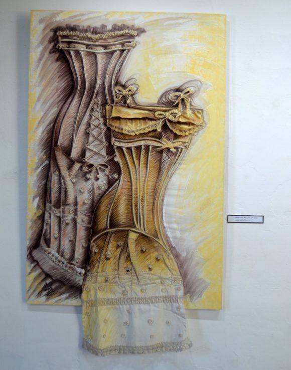 """""""Intuición sensual. Mixta/Lienzo 150x 100 cm. Autor. Yudit Vidal. Lencería: Julieta Guevara. Foto. Marianela Dufflar / Cubadebate"""