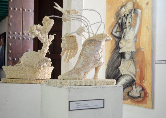 La muestra de Yudit Vidal también la conforman 5 esculturas .Foto. Marianela Dufflar / Cubadebate