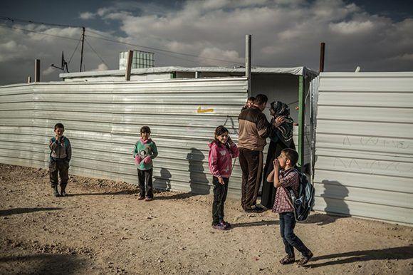 Una familia en Zaatari, el campo de refugiados sirios en Jordania. Foto: Pablo Tosco/ Oxfam Intermón.