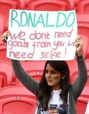 Hincha de Portugal dice a Cristiano que no necesitan goles de él, sino selfies. Foto tomada de MSN Deportes.