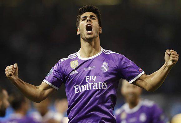 Marco Asensio (21 años) celebra su gol, el que cerró la goleada. Foto: Reuters.