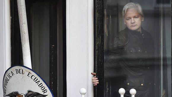 """Julian Assange confía en que su caso se resuelva y pueda salir de la embajada de Ecuador en el Reino Unido. """"Quiero ver a mis hijos, a mi familia"""" y """"llevarlos a Ecuador"""", dice.  Foto: EFE."""