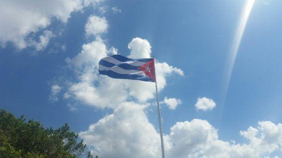 Bandera cubana en la Fortaleza de La Cabaña. Foto: Abraham Santana Díaz / Cubadebate