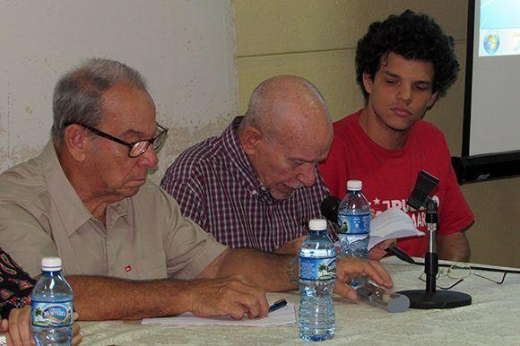 Aurelio Alonso, Juan Valdés Paz y Rosario Alfonso expusieron sus ideas sobre la vida y obra de Fernando Marínez Heredia. Foto: Cinthya García Casañas/ Cubadebate.