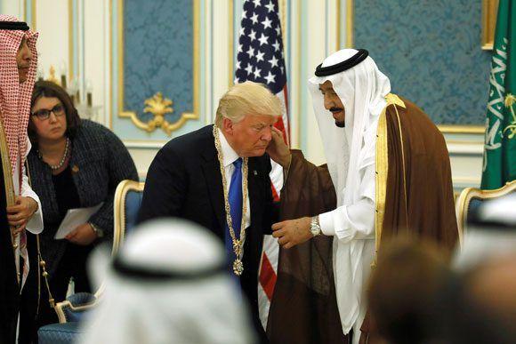 El rey Salman de Arabia Saudí y Donald Trump, durante la reciente visita del mandatario de EE.UU. a Riad. Foto: Jonathan Ernst/ Reuters.