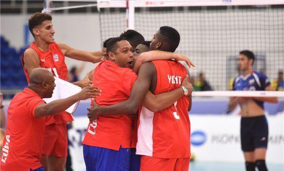 Cubanos festejan el triunfo ante los iraníes. Foto tomada del sitio oficial del evento.