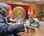 esteban-lazo-en-su-visita-a-vietnam-1