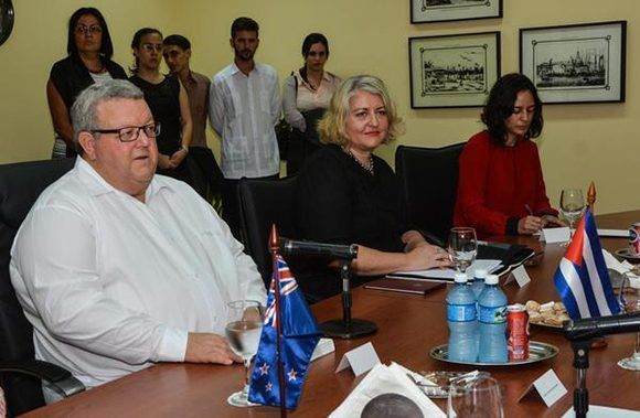 Gerry Brownlee (I)), ministro de Relaciones Exteriores de Nueva Zelanda. Foto: ACN/ Marcelino Vázquez.