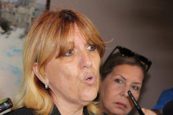 Irma Margarita Martínez, vicepresidenta primera del Banco Central de Cuba (BCC), ofrece declaraciones a la prensa  en la Primera Conferencia sobre Transferencias Monetarias Internacionales en Cuba.     ACN    FOTO/ Jorge LEGAÑOA ALONSO/sdl