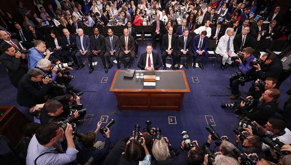 Fotorreporteros toman imágenes durante la declaración del exdirector del FBI, James Comey, ante el Congreso. Foto: Doug Mills/ The New York Times.