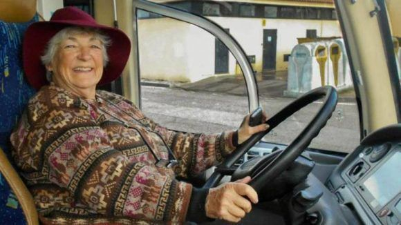 Sara Vallejo recorrerá América del Sur en auto a sus casi 80 años. Foto tomada de Página 12.