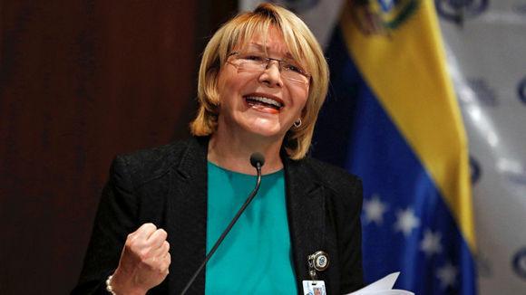 La fiscal general de Venezuela, Luisa Ortega Díaz, hace declaraciones durante una conferencia de prensa en Caracas. Foto: Ivan Alvarado/ Reuters.
