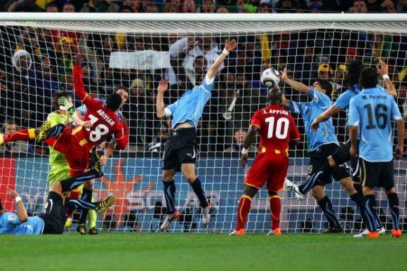 La mano de Luis Suárez que salvó a Uruguay. Foto: Getty Images.