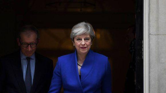 Theresa May, primera ministra del Reino Unido, a la salida de la sede del Partido Conservador. Foto: Reuters.