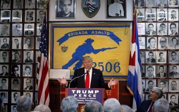 Trump junto a sus compadres de la Brigada Mercenaria durante la campaña electoral. Foto: Archivo