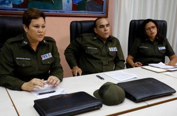 Los oficiales del Ministerio del Interior de Cuba Tenientes Coroneles Imandra Oceguera, Marco Rodriguez y Dalgys Lamorut durante la entrevista con Reuters en La Habana, el 31 de mayo de 2017. Foto: RUTERS/Stringer