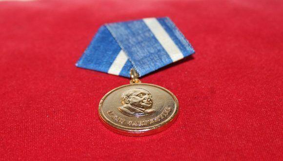Medalla Alejo Carpentier. Foto: Daylén Vega / Cubadebate.