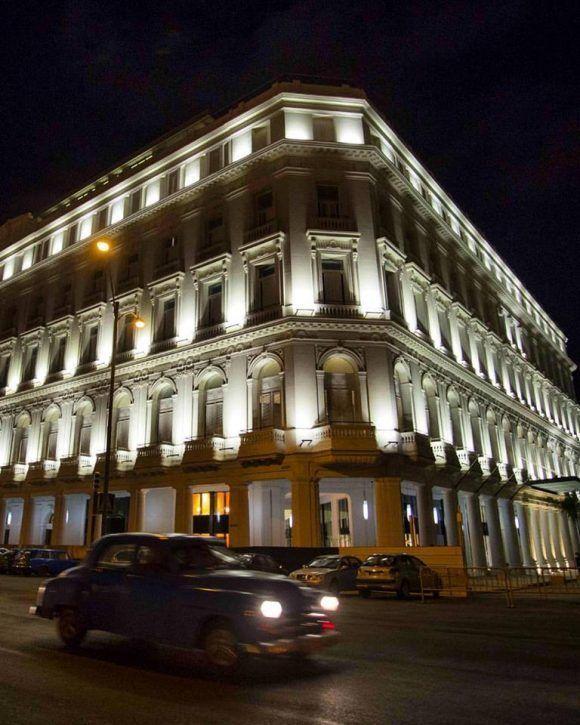 El nuevo hotel Gran Manzana. La misma imagen, diferente la luz. Foto: Desmond Boylan (Tomada de su pagina de Facebook)