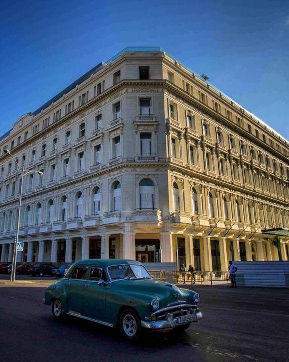 El nuevo hotel Gran Manzana de día. Foto: Desmond Boylan (Tomada de su pagina de Facebook)
