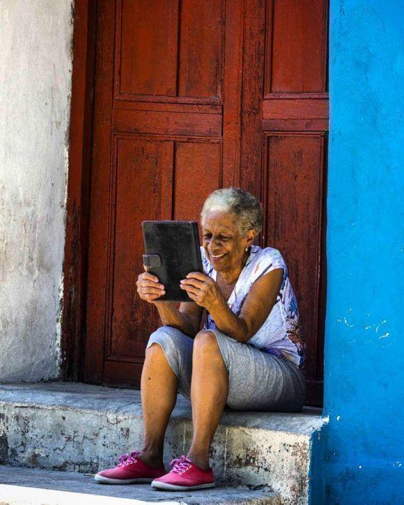 Online en Regla, La Habana. Foto: Desmond Boylan (Tomada de su pagina de Facebook)