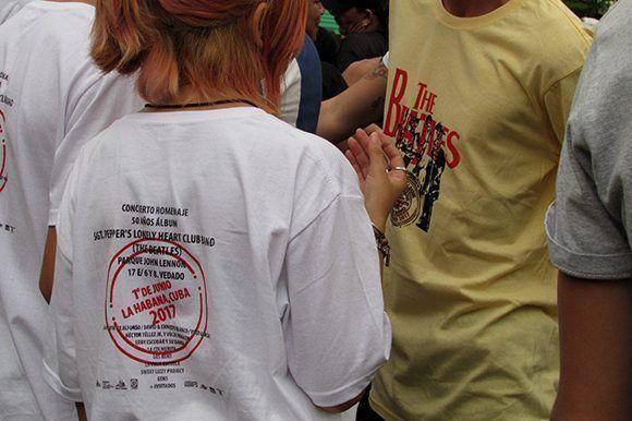 Los pulóveres confecionados con motivo del evento estaban entre la preferencia del público. Foto: Cinthya García Casañas/ Cubadebate.