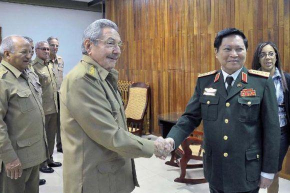 Recibió Raúl al ministro de Defensa de Vietnam