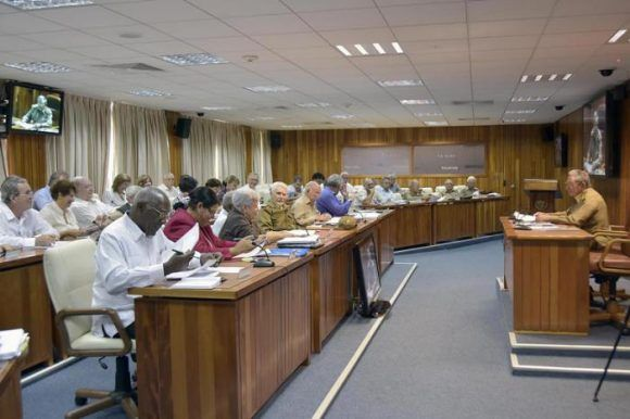 Reunión del Consejo de Ministros presidida por el General de Ejército Raúl Castro Ruz, Presidente de los Consejos de Estado y de Ministros. Foto: Estudios Revolución