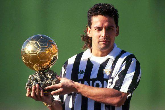 Ganó el Balón de Oro al final de la temporada 92-92, cuando vestía los colores de la Juventus. Foto tomada de Goalden Times.