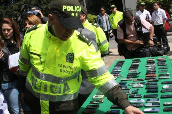 Ladrón llamó a radioemisora para opinar sobre celulares robados — Colombia