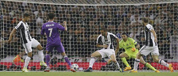 Cristiano marcó gol ante la Juve luego de una hermosa jugada colectiva y una precisa asistencia de Carvajal. Fue el gol 500 del Real Madrid en Champions. Foto: AP.