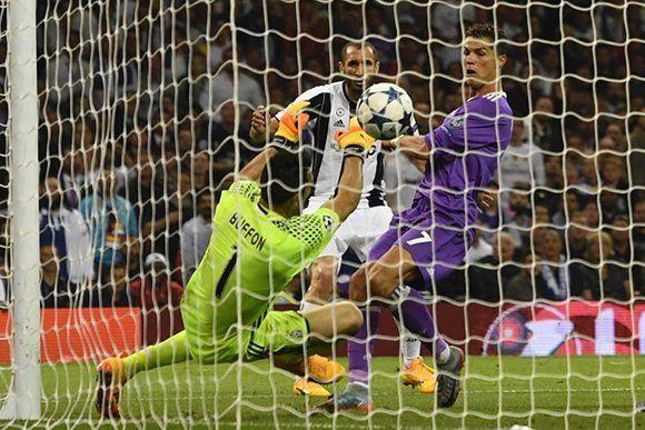 Cristiano consigue el doblete ante la Juve, es el futbolista que más goles le ha marcado a Buffon en competición de Europa. Foto: AFP.