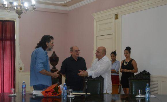 Silvio junto al Ministro de Cultura Abel Prieto y el Rector de la Universidad de las Artes. Foto: Marianela Dufflar / Cubadebate