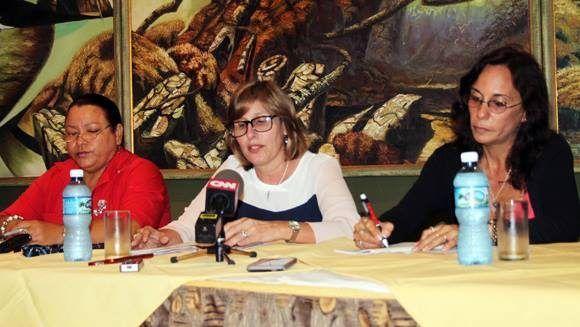 Sonia Pérez, Vicepresidenta CNPC; Gladys Collazo Usallán, Presidenta NPC; y subdirectora del Museo Ernest Hemingway, Eisbel Ferreiro, durante rueda de prensa en el Hotel Ambos Mundos. Foto: Daylén Vega/ Cubadebate