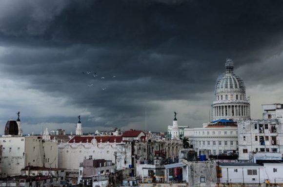 Tempestad en La Habana. Foto: Kike / Cubadebate