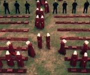 En esta sociedad no hay espacio para las iniciativas individuales y cualquier actividad implica el cumplimiento de un ritual. Foto: Hulu.