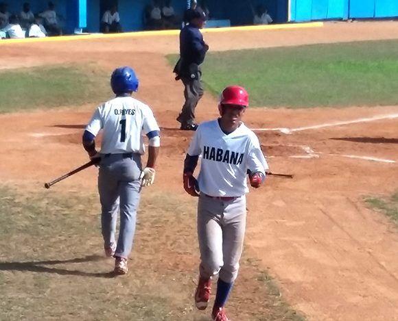 Víctor Mesa Jr. durante el campeonato nacional sub-18 de béisbol. Foto: Katheryn Felipe/ Cubadebate.