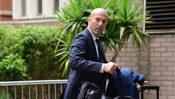 Zidane llega al hotel del Real Madrid en Cardiff antes de la final de la Champions. Foto: EFE.