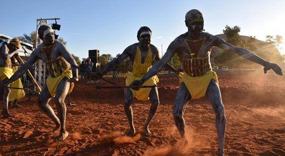 Bailarines aborígenes en apertura de la convención del Urulu. Foto: EFE