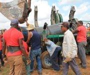 Obreros trabajan en la reparación de la Cuenca Sur para restaurar el servicio de agua a La Habana.  Foto: Oilda Mon/ Tribuna de La Habana.