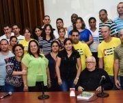 Susely Morfa (C), primera secretaria de la Unión Jóvenes Comunistas (UJC), en la entrega de la Medalla Conmemorativa Aniversario 55 de la UJC al Dr. Armando Hart Dávalos, director de la Oficina del Programa Martiano y presidente de la Sociedad Cultural José Martí, durante el V Pleno del Comité Nacional de la organización juvenil, en el Centro de Ingeniería Genética y Biotecnología (CIGB), en La Habana, el 9 de junio de 2017.   ACN FOTO/Marcelino VÁZQUEZ HERNÁNDEZ/sdl