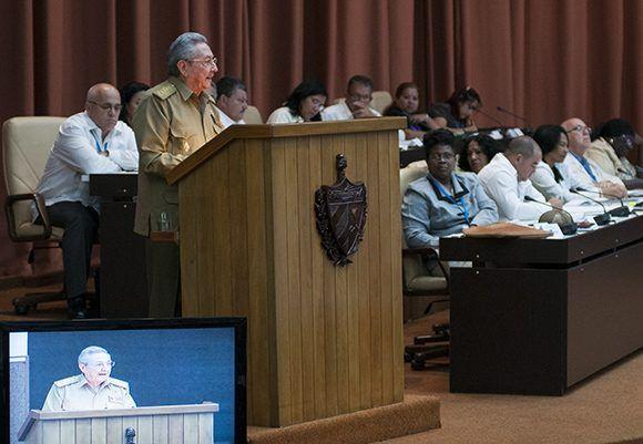 Discurso del Presidente cubano Raúl Castro Ruz en el plenario de la Asamblea Nacional. Foto: Irene Pérez/ Cubadebate